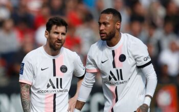After the first goal, Messi also got the first loss in PSG